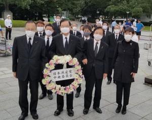 原爆犠牲者慰霊献花8月6日4e2